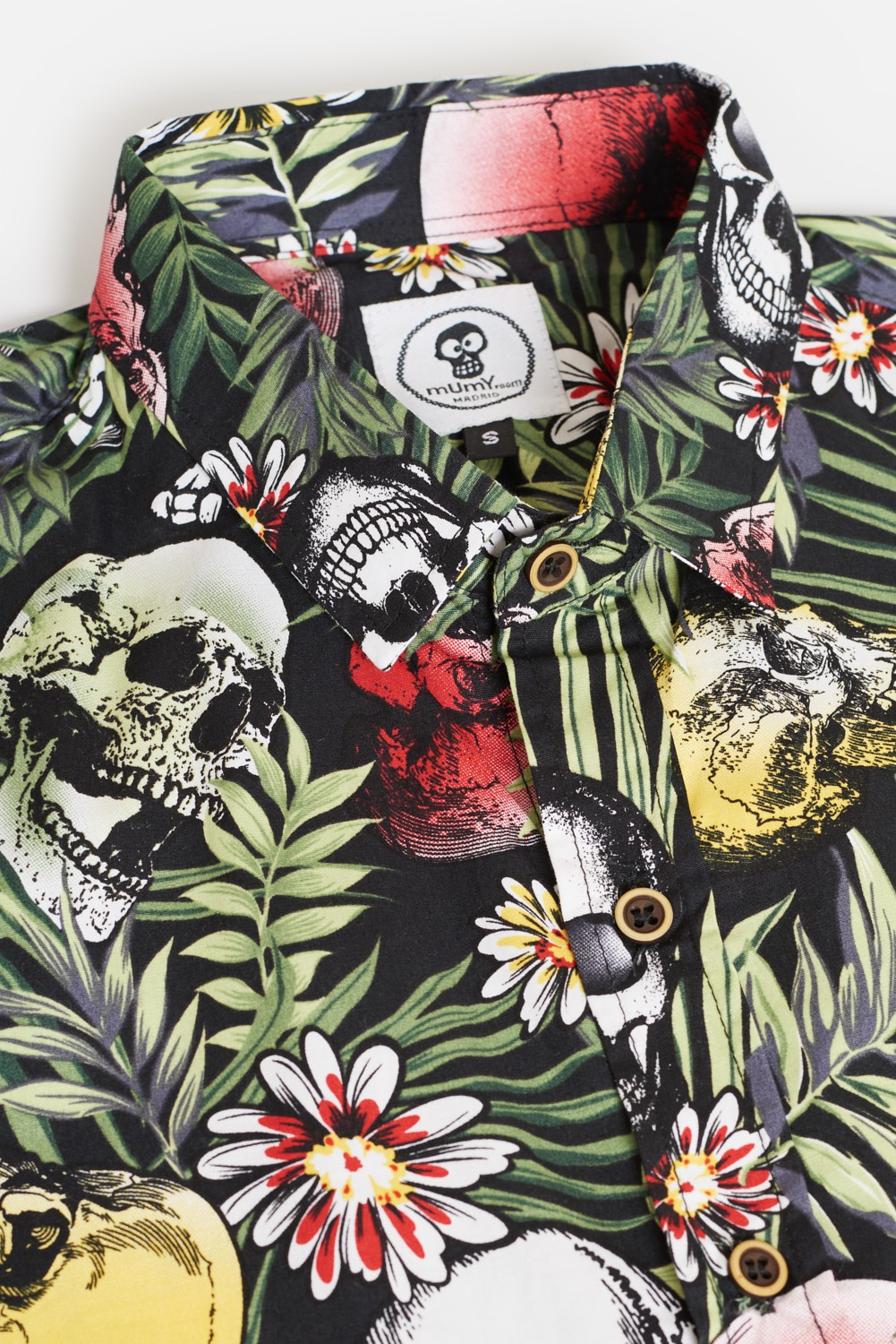 CAMISA DE DISEÑO CALAVERA IN THE JUNGLE FONDO NEGRO
