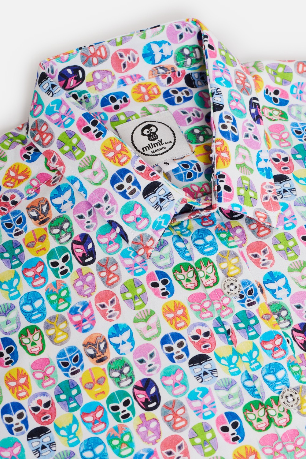 CAMISA ESTAMPADA MÁSCARAS COLOR
